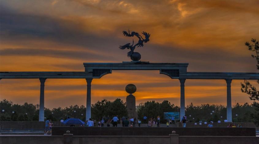 Площадь Мустакиллик — фото 1