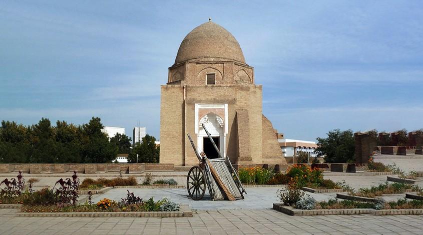 Rukhabad mausoleum — photo 1