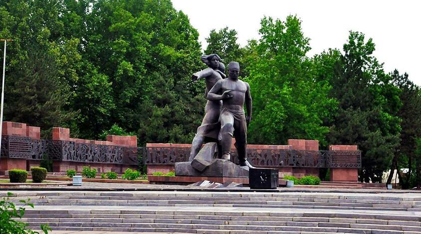 Монумент «Мужество» — фото 1