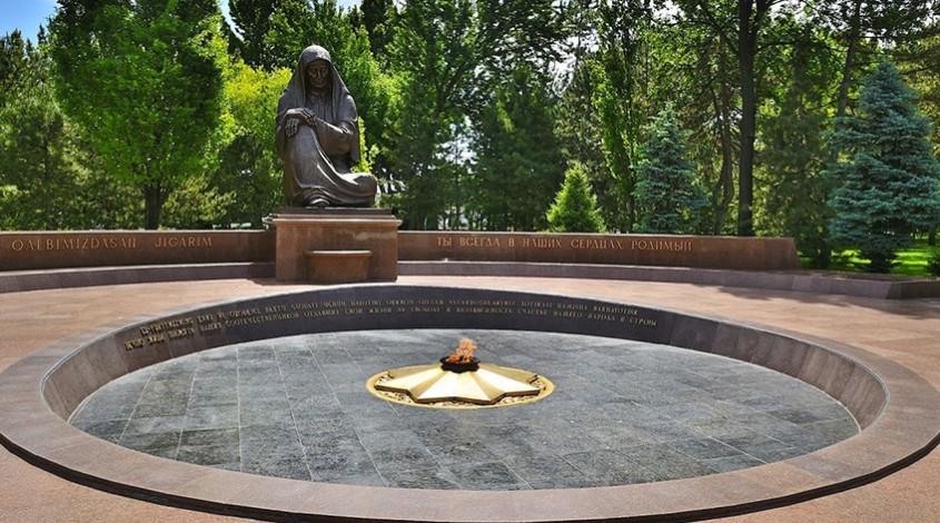 Памятник Скорбящей матери — фото 1