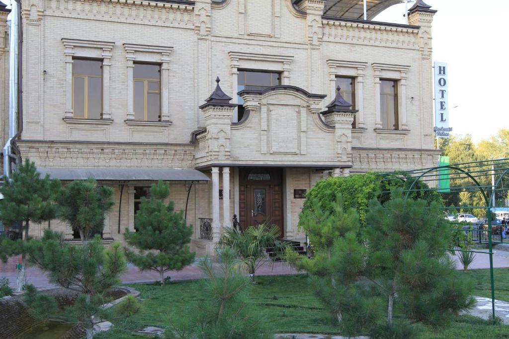 BOULEVARD PALACE — photo 1