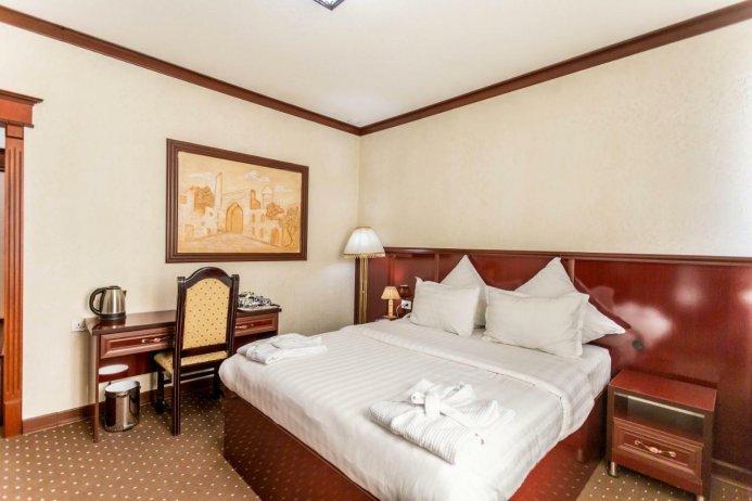 TURON PLAZA HOTEL — photo